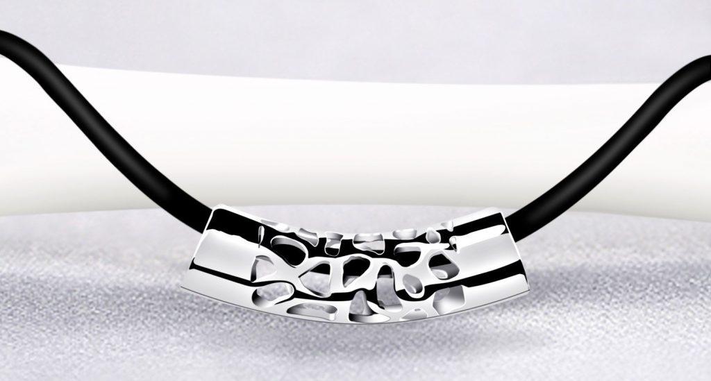 collar de plata y cuero