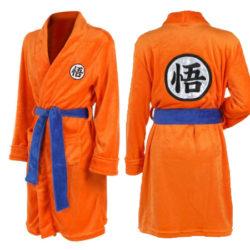 Albornoz con diseño Son Goku por sólo 29,05€.