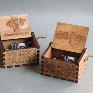 Cajas de música talladas en madera con la melodía de bandas sonoras por sólo 4,35€.