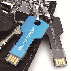 Unidad de memoria USB Suntrsi con forma de llave de 128GB por sólo 14,62€!!