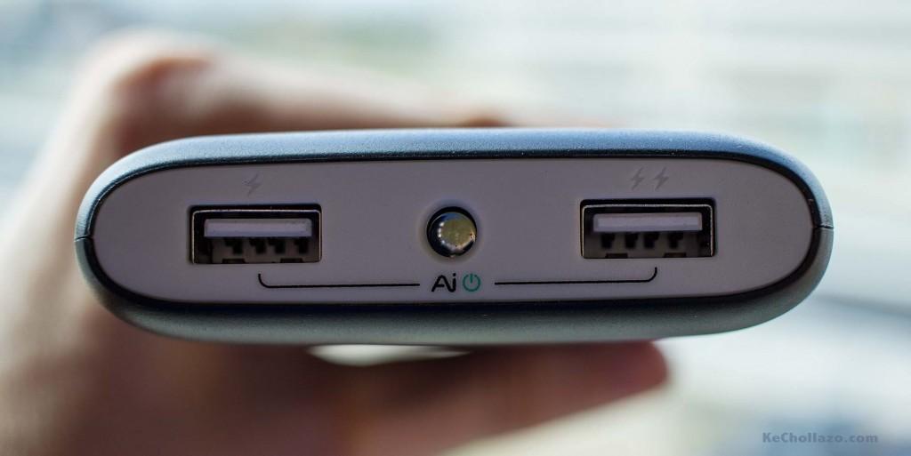 Podemos apreciar los dos puertos USB y el led que sirve de linterna
