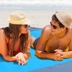 La playa es mía con esta super estera y ¡sin molesta arena!+funda estanca para móvil por solo por 11,69€.