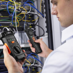 Comprobador de cables y detector de voltaje sin contacto Tacklife CT03 por 17,99€ antes 28,99€.
