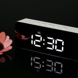 Reloj despertador Decdeal, visualización LED, pantalla espejo por 9,99€ antes 19,99€.