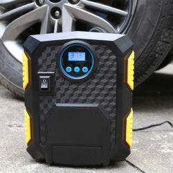Compresor de aire para ruedas Mbuynow 12V/100 PSI con pantalla digital y linterna led por 13,99€ con código, antes 25,99€.