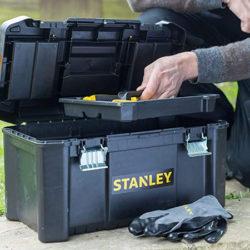 Caja de herramientas Stanley con cierres metálicos 48.5 x 25 x 25 cm por sólo 11,72€.