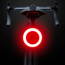 Señalizador trasero para bicicletas en tres diseños con 5 modos de iluminación por 4,11€