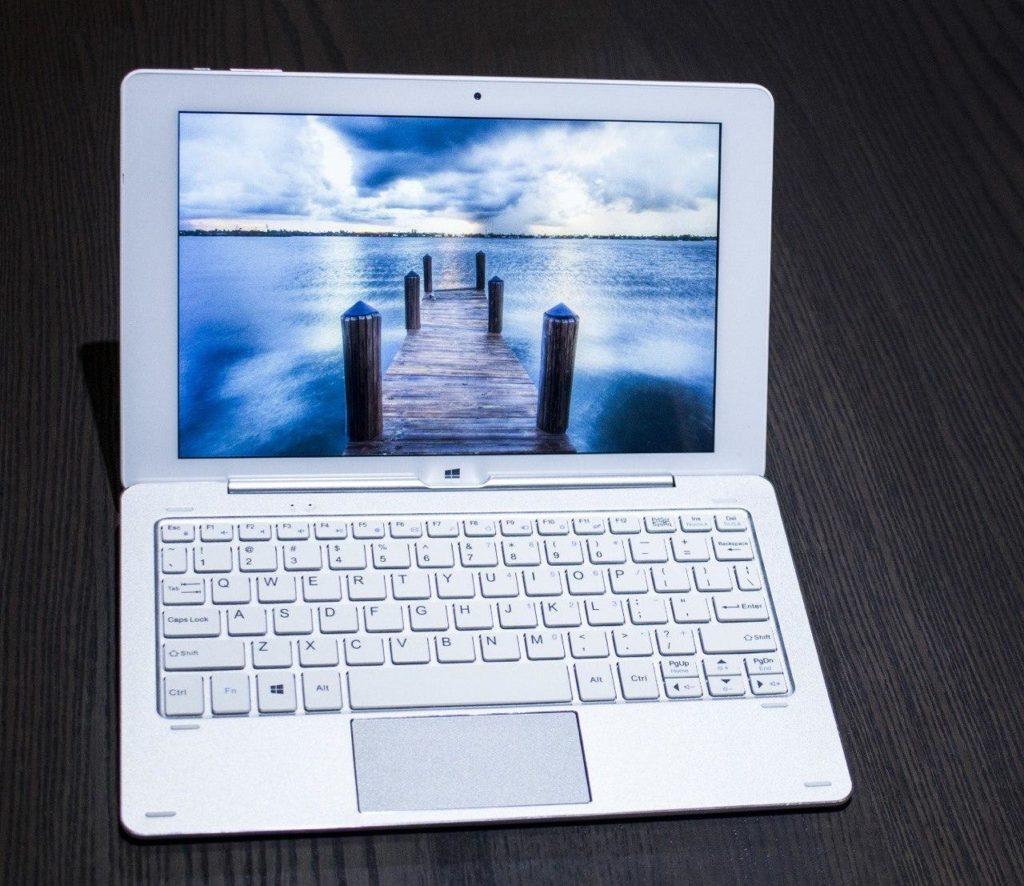 Se puede apreciar la nitidez de la pantalla así como su elegante diseño en aluminio.