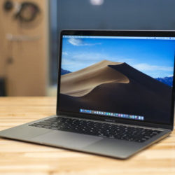 Apple MacBook Air 13'' 2019 (Intel Core i5 de 1.8 GHz, 8 GB de RAM, 128 GB SSD, Intel HD Graphics 6000) por 850 euros.