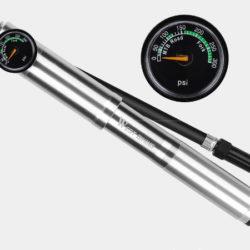 Mini bomba para bicicleta West Biking desde 7,86€ y con manómetro y 300PSI por 20,30€.