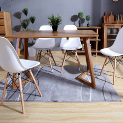 Pack de 4 sillas de diseño modelo Tower blancas por 51,29€.