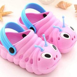 Sandalias infantiles, varios colores por 8,99€.