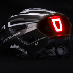 Casco de ciclismo Bicycle Helmet Gub Classic con luz LED recargable por sólo 21,97€.