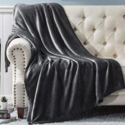 Manta reversible Franela Bedsure para sofá o cama de 150x200cm, varios colores y tallas por 11,99€.