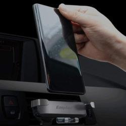 Soporte de coche para smartphone con sistema de gravedad por 6,99€.