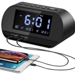 Reloj digital para mesita de noche, radio FM, termómetro, 2 puertos de carga USB por 13,19€.
