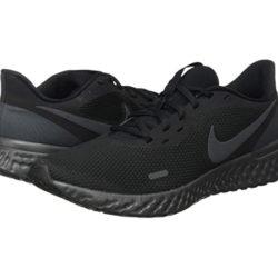 Zapatillas Nike Revolution 5 por 37,99€. Antes 54,00€. Y modelo para niños por 19,99€.