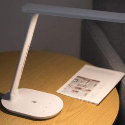 Lámpara LED, 5 modos de brillo, 3 modos de color, control táctil por sólo 14,39€.