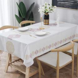 Mantel para mesa rectangular Essort, impermable y a prueba de aceite por 15,99€ antes 26,99€.