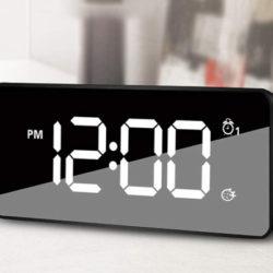 Reloj despertador con alarma dual y función Snooze ajustable, 25 sonidos por 6,30€.