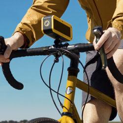 Altavoz para bici Energy Sistem Adventure con manos libres, radio y linterna por 14,90€ y sin accesorios por 9,50€.