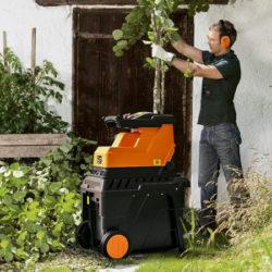 Biotrituradora de jardín Tacklife, motor silencioso de inducción 2800W, caja de recolección 60L por 109,99€ antes 189,99€.