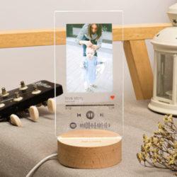Luz de noche acrílica con código de Spotify y foto personalizada por 12,91€ antes 32,99€.